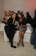 Daisy Bates and Tracey Emin, Party hosted by Linda Evangelista and Mac Cosmetics. The Hospital. London. 18 September 2005. ONE TIME USE ONLY - DO NOT ARCHIVE © Copyright Photograph by Dafydd Jones 66 Stockwell Park Rd. London SW9 0DA Tel 020 7733 0108 www.dafjones.com