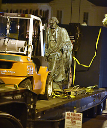 August 18, 2017 - Annapolis, Maryland, U.S. -The statue rests on the back of a tractor-trailer. Crews worked to remove the statue of Roger Taney from the front lawn of the Maryland State House late Thursday night into Friday morning. (Credit Image: © Matthew Cole/TNS via ZUMA Wire)