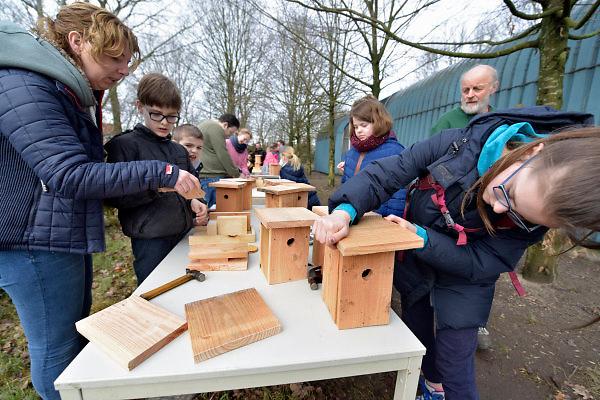 Nederland, Groesbeek, 10-3-2018NLdoet, nestkastjes maken bij de natuurvrienden .Foto: Flip Franssen