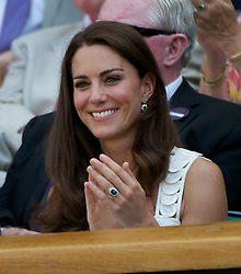 27.06.2011, Wimbledon, London, GBR, ATP World Tour, Wimbledon Tennis Championships, im Bild Newlywed Kate Middleton, aka the Duchess of Cambridge, applauds as Andy Murray wins the opening set during the Gentlemen's Singles 4th Round match on day seven of the Wimbledon Lawn Tennis Championships at the All England Lawn Tennis and Croquet Club. EXPA Pictures © 2011, PhotoCredit: EXPA/ Propaganda/ David Rawcliffe +++++ ATTENTION - OUT OF ENGLAND/UK +++++ // SPORTIDA PHOTO AGENCY