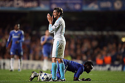 28.09.2010, Stamford Bridge, London, ENG, UEFA Champions League, Chelsea vs Olympique Marseille, im Bild Michael Essien of Chelsea  on the floor but OM's Gabriel Heinze  sees the funny side   during the Match Chelsea v Marseille, Group F, of  the UCL ( Uefa Champions League Group stages). EXPA Pictures © 2010, PhotoCredit: EXPA/ IPS/ Marcello Pozzetti +++++ ATTENTION - OUT OF ENGLAND/UK +++++ / SPORTIDA PHOTO AGENCY