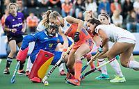 AMSTELVEEN -  Kitty van Male (Ned) met stuit op Keeper Maria Ruiz (Spa)  tijdens Nederland - Spanje (dames) bij de Rabo EuroHockey Championships 2017.  ANP KOEN SUYK