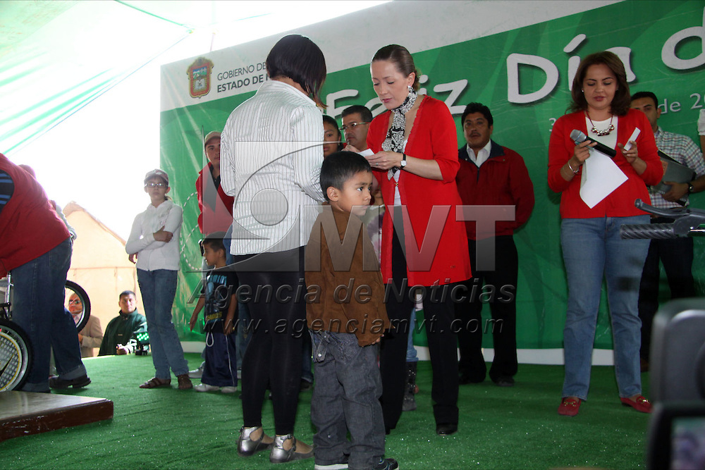Metepec, Méx.- Ana Lilia Herrera Anzaldo, presidenta municipal de Metepec durante los festejos del día del niño que se realizaron en el parque La Loma en la colonia Infonavit San Francisco. Agencia MVT / Arturo Rosales Chávez. (DIGITAL)<br /> <br /> <br /> NO ARCHIVAR - NO ARCHIVE