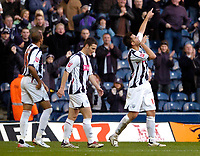 Photo: Leigh Quinnell.<br /> West Bromwich Albion v Burnley. Coca Cola Championship. 18/11/2006. West Broms Darren Carter(R) points to the sky to celebrate his goal.