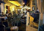 Frankrijk, Arles, 24-8-2006Plein het Forum, waar het cafe staat wat Vincent van Gogh schilderde. Historisch stadscentrum.Foto: Flip Franssen/Hollandse Hoogte