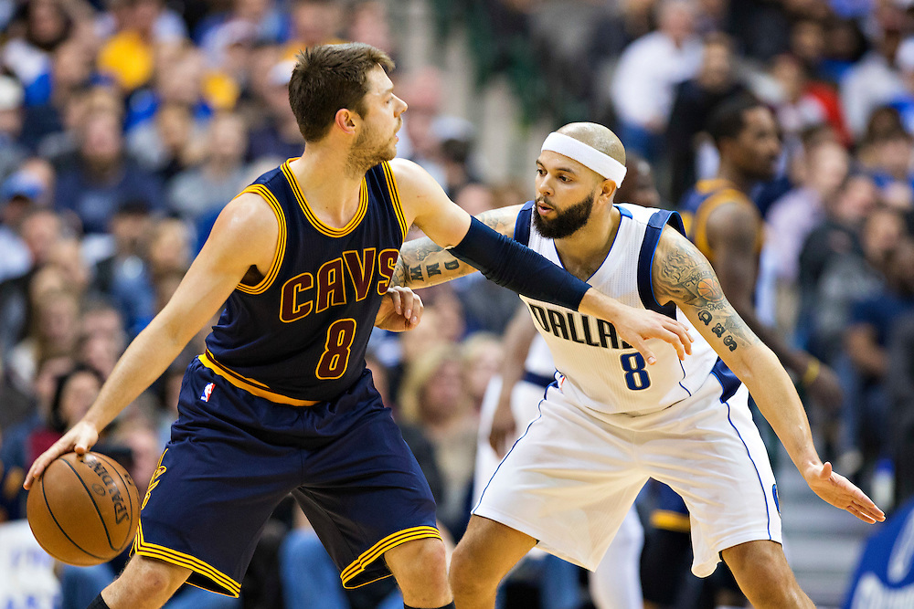 DALLAS, TX - JANUARY 12:  Matthew Dellavedova #8 of the Cleveland Cavaliers dribbles the ball while being guarded by Deron Williams #8 of the Dallas Mavericks at American Airlines Center on January 12, 2016 in Dallas, Texas.  NOTE TO USER: User expressly acknowledges and agrees that, by downloading and or using this photograph, User is consenting to the terms and conditions of the Getty Images License Agreement.  The Cavaliers defeated the Mavericks 110-107.  (Photo by Wesley Hitt/Getty Images) *** Local Caption *** Matthew Dellavedova; Deron Williams
