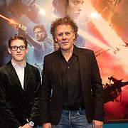 NLD/Amsterdam/20191218 - Premiere van Star Wars: The Rise of Skywalker, Kees van der Spek met zijn zoon