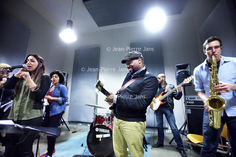 Nederland, Amsterdam , 22 februari 2013.<br /> Gitarist, zanger en componist Orville Breeveld en zijn band tijdens een repetitie in MusicQ.<br /> Foto:Jean-Pierre Jans