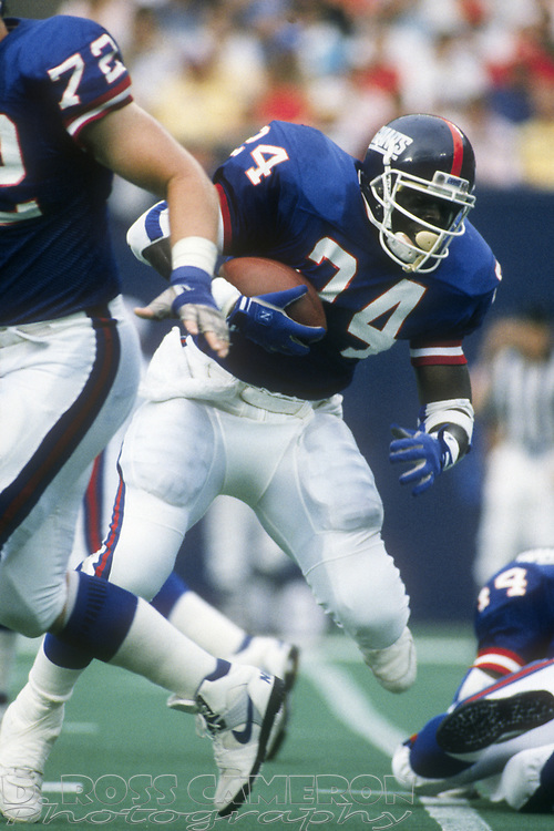 New York Giants running back Ottis Anderson looks for a lane against the Philadelphia Eagles during an NFL football game, Sunday, Oct. 8, 1989 at Veterans Stadium in Philadelphia, Pa. The Eagles won, 21-19. (Photo by D. Ross Cameron)