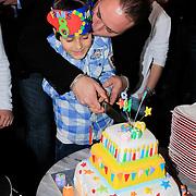 NLD/Amsterdam/20130306 - 1000ste concert Frans Bauer in Carre, Frans en Frans Jr snijden de taart aan