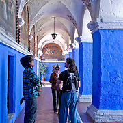 """Graceful archways of the Monasterio Santa Catalina in the """"White City"""" of Arequipa, Peru."""