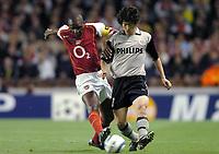 Fotball<br /> Champions League 2004/05<br /> Arsenal v PSV Eindhoven<br /> Gruppe E<br /> 14. september 2004<br /> Foto: Digitalsport<br /> NORWAY ONLY<br /> PATRICK VIEIRA (ARS) / JI SUNG PARK (PSV)