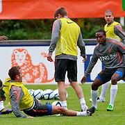 NLD/Katwijk/20110808 - Training Nederlands Elftal voor duel Engeland - Nederland, Rafael van der Vaart valt met pijn op de grond na een botsing