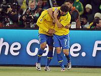 Fotball<br /> VM 2010<br /> 20.06.2010<br /> Brasil v Elfenbenskysten<br /> Foto: Witters/Digitalsport<br /> NORWAY ONLY<br /> <br /> Jubel 2:0 Torschuetze Luis Fabiano, Elano (Brasilien) <br /> Fussball WM 2010 in Suedafrika, Vorrunde, Brasilien - Elfenbeinkueste