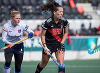 AMSTELVEEN - Fay van der Elst (Adam) met Masha Sterk (SCHC)   tijdens de hoofdklasse hockeywedstrijd dames, zonder publiek vanwege COVID-19, AMSTERDAM-SCHC (2-2). COPYRIGHT KOEN SUYK