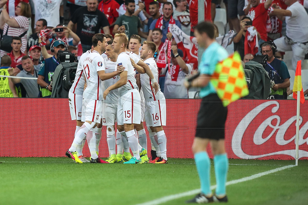 MARSEILLE, FRANCE, 30.06.2016 - PORTUGAL-POLAND - Robert Lewandowski of Poland celebrates after scoring goal in match against Portugal, valid for the quarterfinals of Euro 2016 at the Velodrome stadium in Marseille, on Thursday (30)