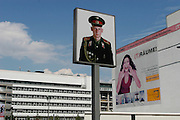 Berlino: Checkpoint Charlie, the photo of a russian soldier looking at the west side of Berlin