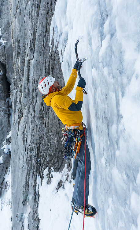 Jeff leading the fourth pitch of Big Brother, WI5 200m on Little Sister, Canmore, AB