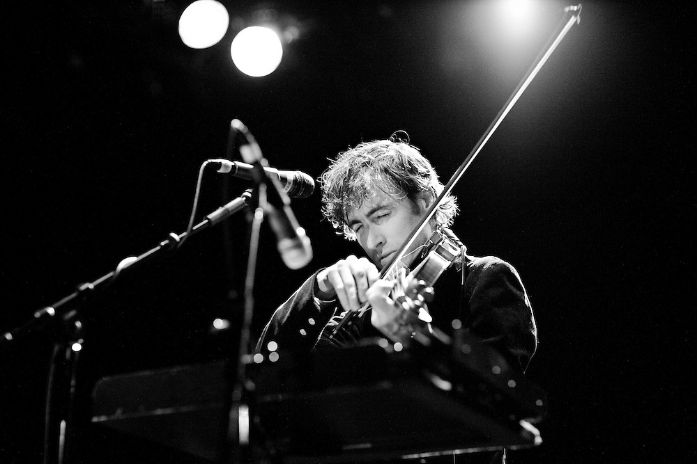 NEW YORK, NY - JANUARY 17: American musician Andrew Bird performs with his band at the Bowery Ballroom on January 17, 2007 in New York, New York. (PHOTO CREDIT: Eric M. Townsend)