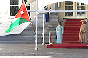Officieel bezoek Jordanie aan Nederland - Dag 1<br /> <br /> Koning Abdullah II en koningin Rania worden tijdens de welkomstceremonie vergezeld door koning Willem-Alexander en koningin Maxima op Paleis Noordeinde.<br /> <br /> Official visit Jordan to the Netherlands - Day 1<br /> <br /> King Abdullah II and Queen Rania are accompanied during the welcome ceremony by King Willem-Alexander and Queen Maxima at Noordeinde Palace.<br /> <br /> Op de foto / On the photo: K koningin Rania en Koningin Maxima / Queen Rania and Queen Maxima