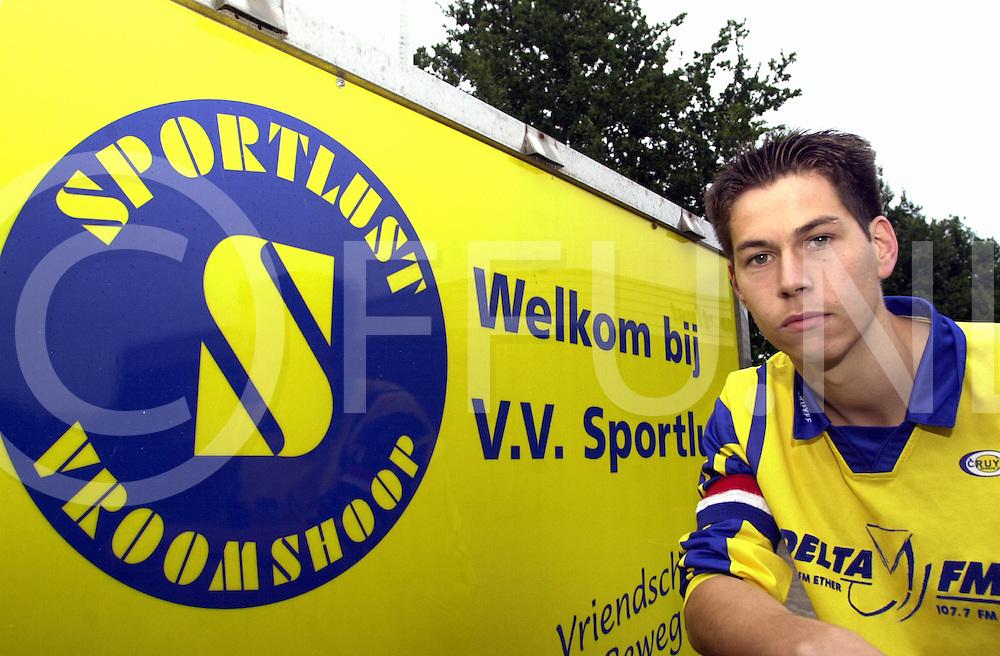 fotografie frank uijlenbroek©2001 michiel van de velde.010919 vroomshoop ned.voetballer en leider rene leurs van sportclub sportlust