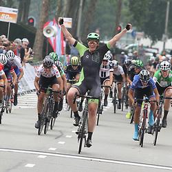 30-08-2017: Wielrennen: Boels Ladies Tour: Arnhem: Kirsten Wild wint in Arnhem de 2e etappe van de Boels Ladies Tour voor Maria Giulia Confalonieri en Lisa Brennauer.
