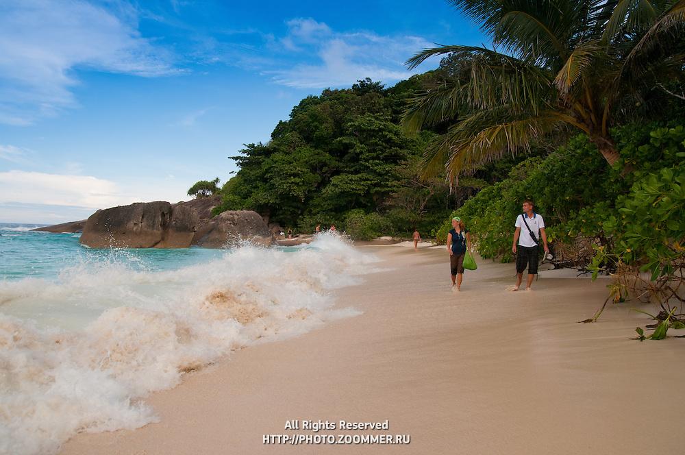 People walk Ko Miang Beacha second before huge wave hits them, Similan islands