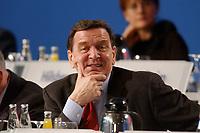 """10 MAR 2002, MAGDEBURG/GERMANY:<br /> Gerhard Schroeder, SPD, Bundeskanzler, gemeinsamer Parteitag der ostdeutschen SPD Landesverbaende unter dem Motto:""""Richtung Zukunft. Politik fuer Ostdeutschland."""", Hotel Maritim<br /> IMAGE: 20020310-01-053<br /> KEYWORDS: Party congress, Gerhard Schröder"""