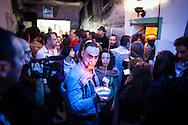 """In scena nel carcere di Volterra, lo spettacolo coi detenuti attori della compania della Fortezza, """"Romeo e Giulietta - Mercuzio non vuole morire"""" di W. Shakespeare, regia Armando Punzo. Un attore detenuto trai corridoi del penitenziario dove si è svolta una parte dello spettacolo del 2011"""