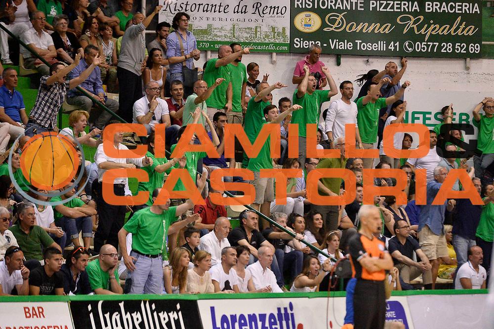DESCRIZIONE : Siena Lega A 2013-14 Montepaschi Siena vs EA7 Emporio Armani Milano playoff Finale gara 4<br /> GIOCATORE : Tifosi<br /> CATEGORIA : Tifosi<br /> SQUADRA : Montepaschi Siena<br /> EVENTO : Finale gara 4 playoff<br /> GARA : Montepaschi Siena vs EA7 Emporio Armani Milano playoff Finale gara 4<br /> DATA : 21/06/2014<br /> SPORT : Pallacanestro <br /> AUTORE : Agenzia Ciamillo-Castoria/GiulioCiamillo<br /> Galleria : Lega Basket A 2013-2014  <br /> Fotonotizia : Siena Lega A 2013-14 Montepaschi Siena vs EA7 Emporio Armani Milano playoff Finale gara 4<br /> Predefinita :