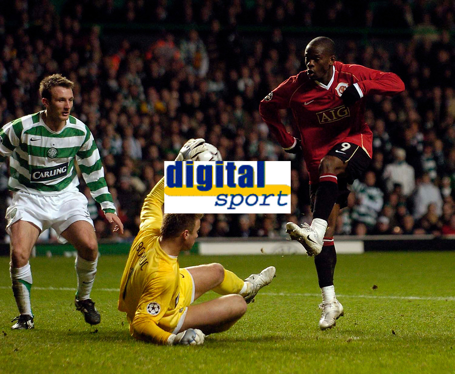Photo: Jed Wee.<br /> Glasgow Celtic v Manchester United. UEFA Champions League, Group F. 21/11/2006.<br /> <br /> Celtic goalkeeper Artur Boruc (L) denies Manchester United's Louis Saha with a point blank save, and minutes later would save a penalty from the Manchester United man to give Celtic the win.