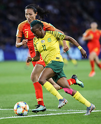 2019?6?13?.    ?????????——B??????????.    6?13???????????????????????????????.    ???????????2019??????????B??????????1?0??????.    ?????????..(SP)FRANCE-PARIS-SOCCER-FIFA WOMEN'S WORLD CUP-RSA VS CHN.Thembi Kgatlana (down) of South Africa vies with Lin Yuping of China during a Group B match between South Africa and China at the 2019 FIFA Women's World Cup in Paris, France, June 13, 2019. China won 1-0. (Credit Image: © Xinhua via ZUMA Wire)