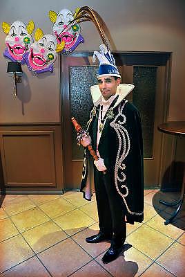 Nederland, Venlo, 16-2-2012Serie over Prins Carnaval, Abbie Chalgoum, van VG de Vaegers, Vastelaovond Gezelschap de Vegers. Prins Abbie is de eerste carnavalsprins van Marokkaanse afkomst.Deze avond gaat hij met zijn kabinet, (adjudanten , vorst en page) naar het Valuas college waar een carnavalsdisco gehouden wordt.Foto: Flip Franssen