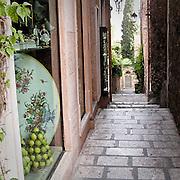 Vicoli caratteristici di Taormina..Narrow street in Taormina
