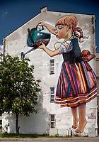 """19.05.2016 Bialystok n/z najbardziej znany bialostocki mural """" Dziewczynka z konewka """" autorstwa Natalii Rak - artystki zwiazanej ze street-artem fot Michal Kosc / AGENCJA WSCHOD"""