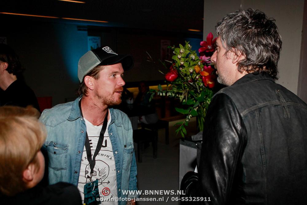 """NLD/Rotterdam/20110422 - Boekpresentatie en Gouden plaat voor Kane """"Singles Only"""" , Johnny de Mol in gesprek met Ruud de Wild"""