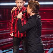 NLD/Hilversum/20190222 - Finale TVOH 2019, Lil' Kleine rapt zijn liedje met een jongen uit het publiek
