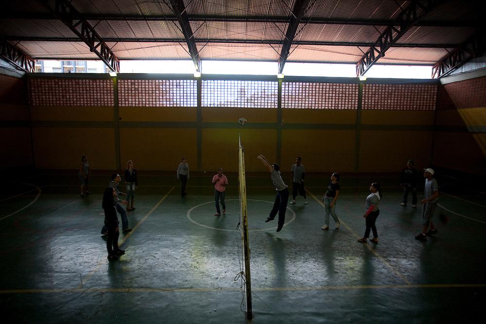 Belo Horizonte_MG, Brasil...Escola Estadual Silviano Brandao. Na foto, a quadra de esportes...The State School Silviano Brandao. In this photo, a Game court...Foto: LEO DRUMOND / NITRO