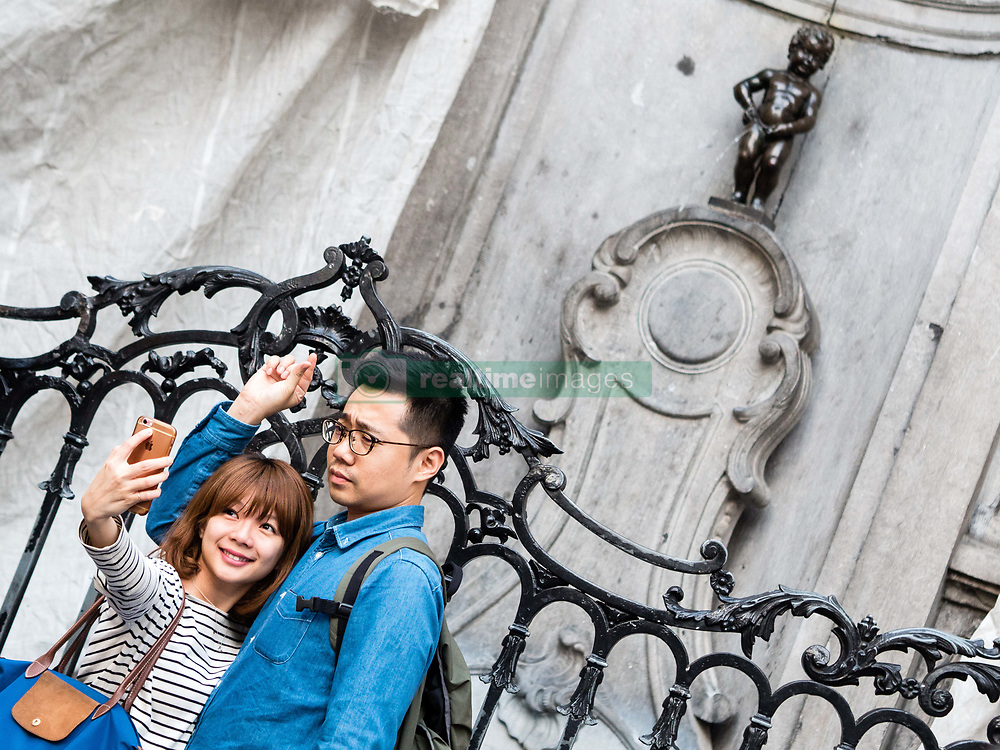 May 27, 2017 - Brussels, Belgium - During the last days of May, around a thousands of tourists enjoy the city of Brussels, Belgium, on 28 May 2017. Daily life in Brussels is always surrounded by a thousands of tourists trying to find the perferct picture of one of the most emblematic monuments of Brussels, the Manneken-Pis. From being a public fountain, the little fellow has now become a legendary figure. Also people could enjoy the sun on the streets, dancing and visiting the galleries, or just reading a book. (Credit Image: © Romy Arroyo Fernandez/NurPhoto via ZUMA Press)