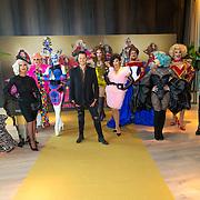 NLD/Amsterdam/20200916 - Fotomoment Drag Race Holland  2020, Groepsfoto met Fred van Leer en deelnemers Envy Peru, Ma MaQueen, Janey Jacke, Miss Abby OMG, Megan Schoonbrood, Roem, Sederginne, Madame Madness, ChelseaBoy, Patty Pam-Pam