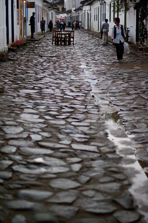 Paraty_RJ, Brasil...Pessoas na rua de Paraty...People on the street in Paraty...Foto: MARCUS DESIMONI / NITRO