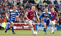Photo. Leigh Quinnell.  Reading v West Ham United Coca Cola championship. 12/03/2005. west Hams Luke Chadwick makes a run through the Reading defence watched by Steve Sidwell(left)