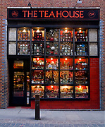 Londyn 2009-10-24. Covent Garden Market. Jeden ze sklepów przy Neal Street.