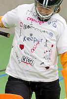 BENNEBROEK - Zaalhockey D meisjes competitie. Shirt met handtekeningen. ANP COPYRIGHT KOEN SUYK