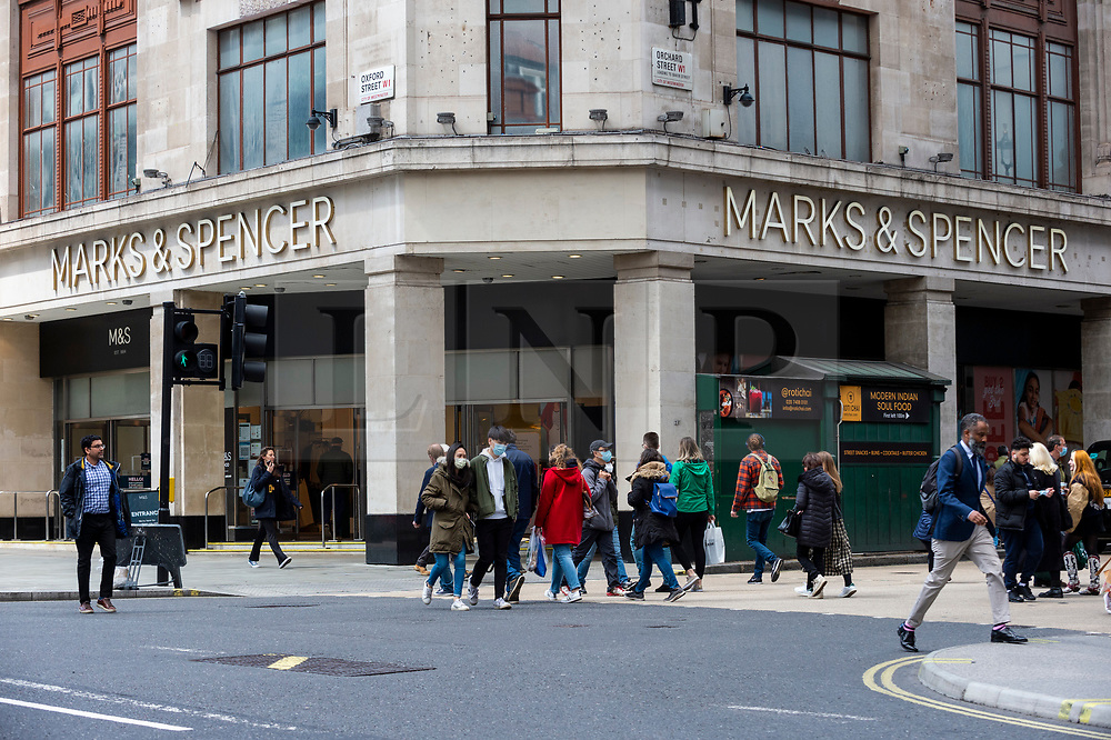© Licensed to London News Pictures. 26/05/2021. LONDON, UK.  The exterior of Marks & Spencer's flagship store on Oxford Street.  The company has reported losses of £201.2m and announced plans to recover from the effect of high street store closures lockdowns by shutting stores and increasing online grocery sales. Photo credit: Stephen Chung/LNP