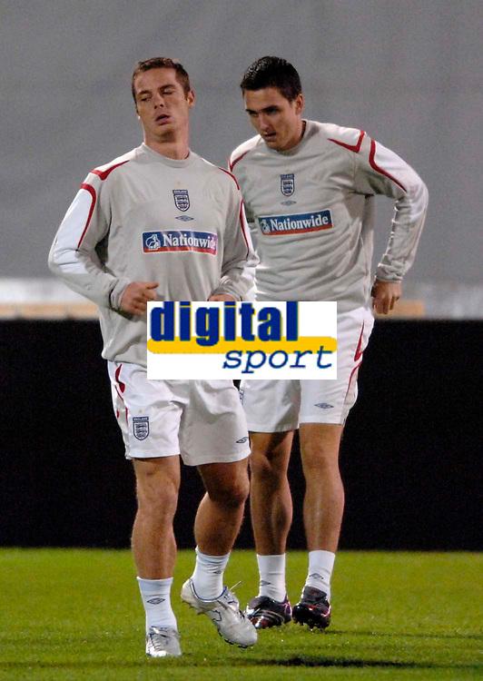 Photo: Richard Lane<br />England Training Session. 10/10/2006. <br />England's Scott Parker (lt) warms up.