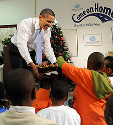US President Barack Obama passes out cookies after reading 'The Polar Express' to to elementary aged children at a Boys and Girls Club in Washington DC, USA on December 21, 2009. Photo by Roger L. Wollenberg/ABACAPRESS.COM  | 213840_016 Washington