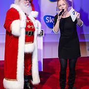 NLD/Hilversum/20121207 - Skyradio Christmas Tree, Marleen Sahulpala met de kerstman
