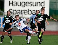 Fotball , 16. juli 2006 Adeccoligaen, Haugesund - Hønefoss<br /> Haugesunds Kevin Nicol og Hønefoss nr. 3 Aivar Anniste<br /> Foto: Jan Kåre Ness , Digitalsport