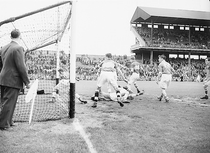 Neg No: 285/4014-4020...23081953AISFCSF.23.08.1953..All Ireland Senior Football Championship - Semi-Final...Kerry.3-6.Louth.0-10.